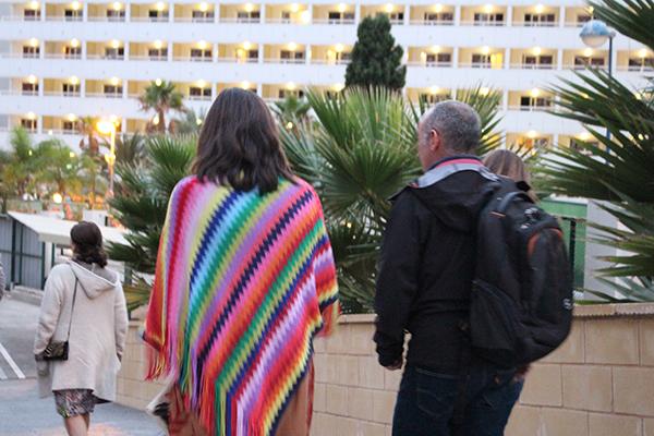 Couple en train de marcher