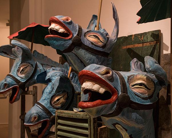 Singing Donkeys, de grandes têtes d'ânes en papier mâchés