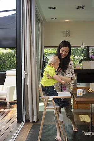 Chaise enfant supaflat confortable et compacte dynamic for Chaise qui s accroche a la table