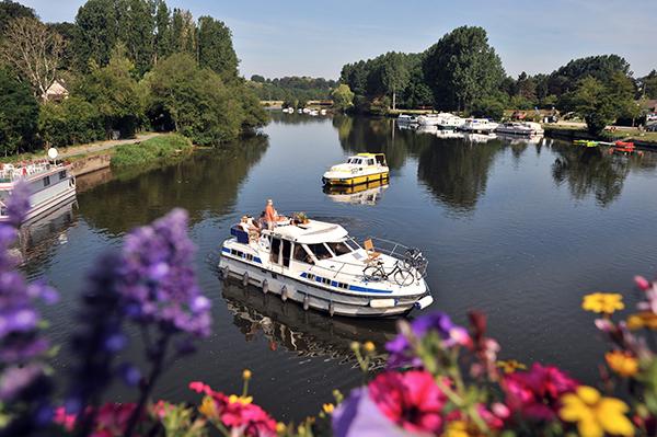 Naviguer sur les canaux en Mayenne