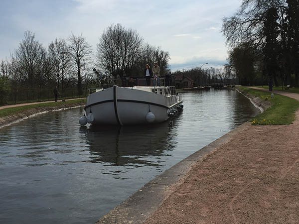 Naviguer sur les canaux