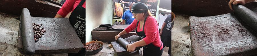 On écrase les fèves de cacao pour en faire de la pâte de chocolat.