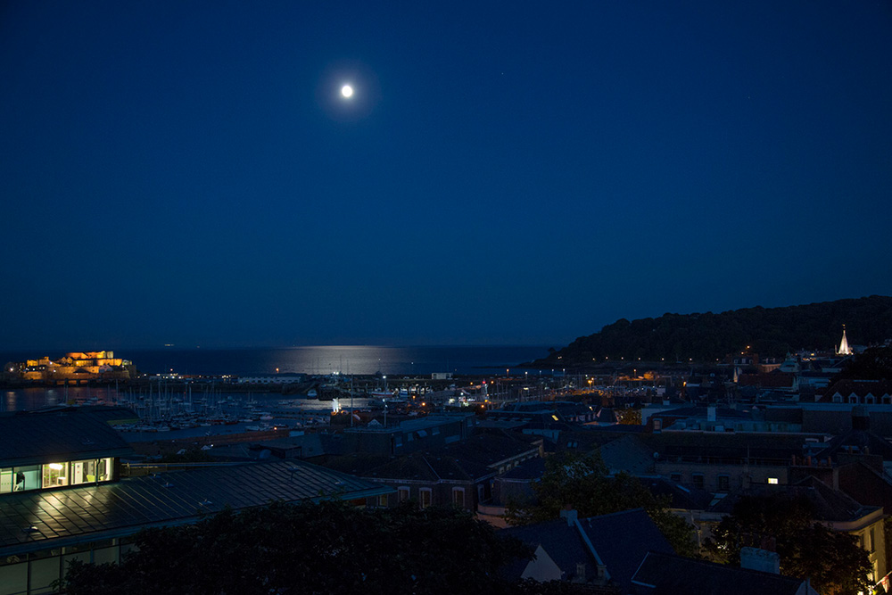 St Peter Port de nuit