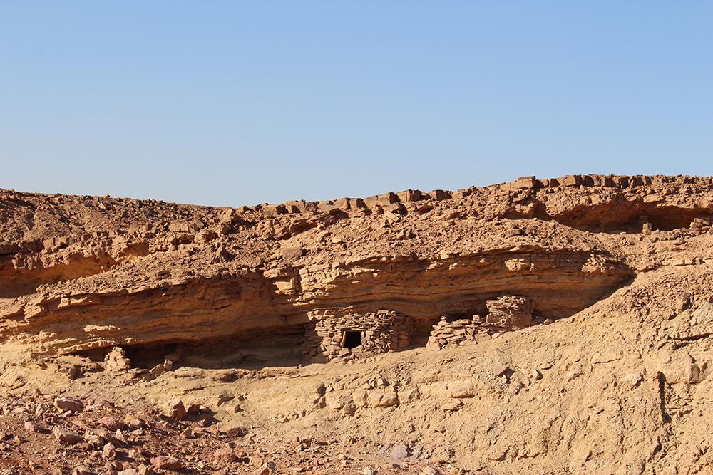 Maison creusée dans la roche.