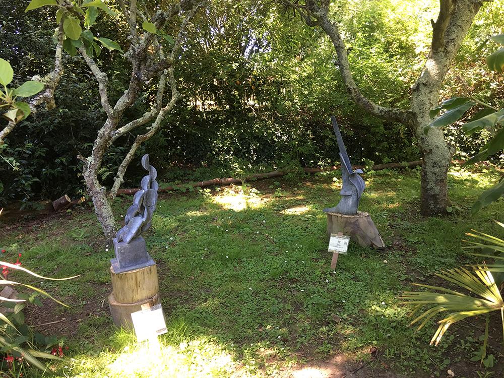 Statues dans le parc du Manoir de Sausmarez