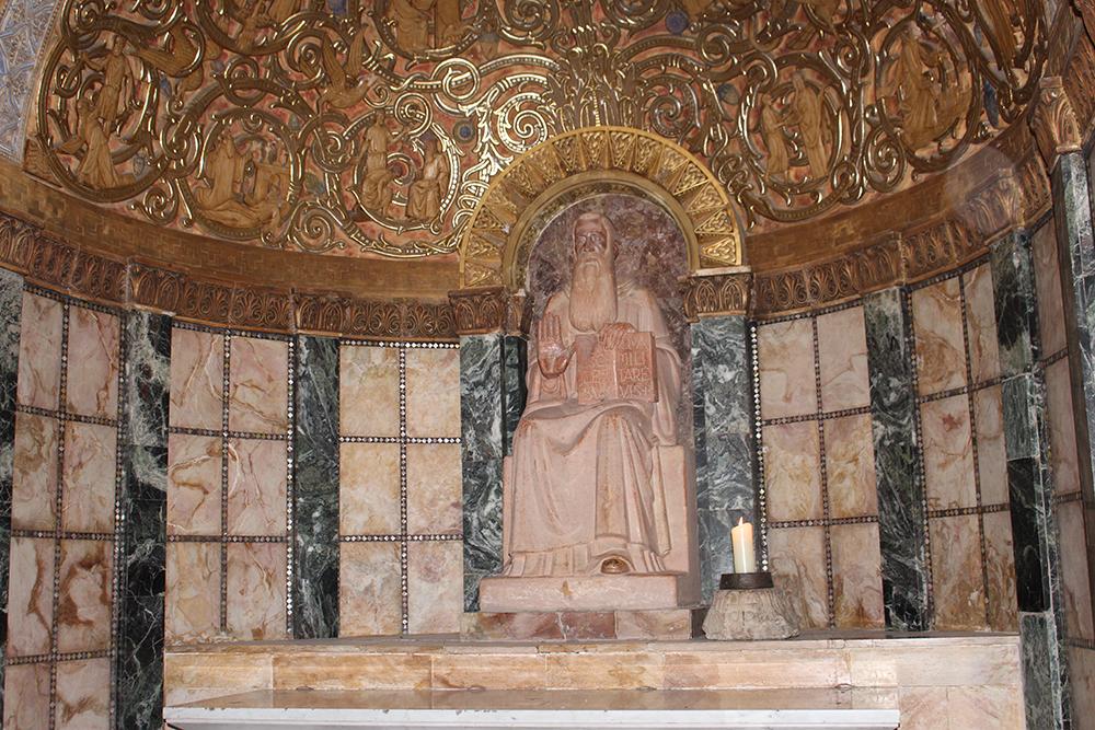 Statue dans une Eglise