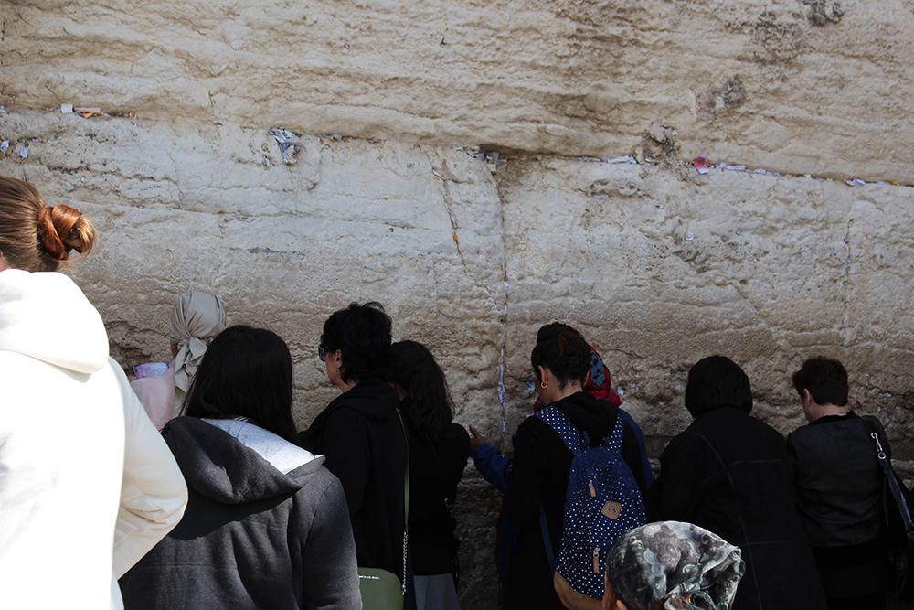 Prières glissées dans le mur des lamentations