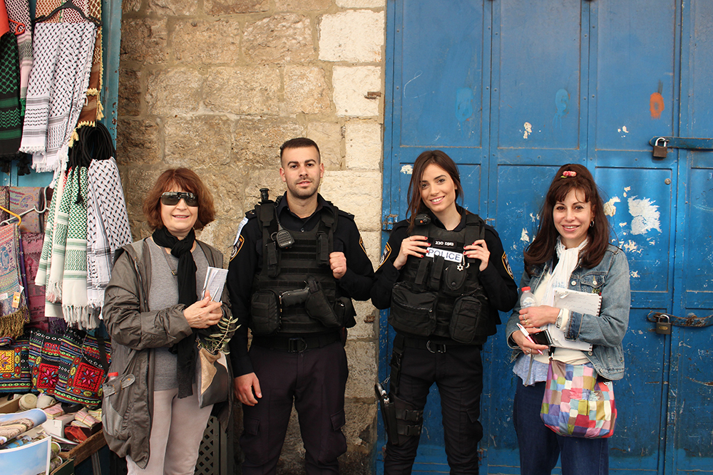 Des policiers sillonnent les rue