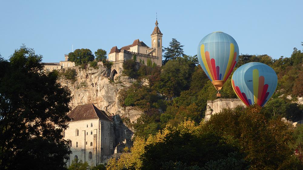 Le spectacle commencedevant le splendide site de Rocamadour