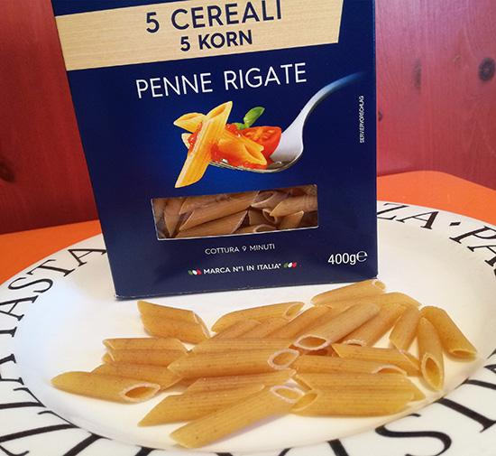 Orge, épeautre, blé dur, seigle et maïs. Barilla innove avec 5 Cereali. Une toute nouvelle gamme de pâtes qui se décline en Penne Rigate et Spaghetti.