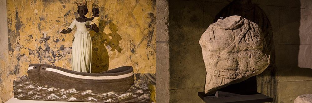 Vierge Nautonière et Torse cuirassé (Fragment lapidaire romain) trouvé en 1820. Datation estimée 3ème siècle.
