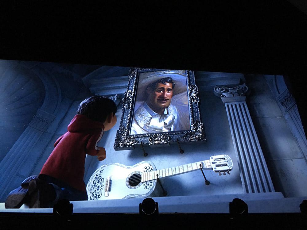 Miguel dérobe la Guitare 'Ernesto de la Cruz