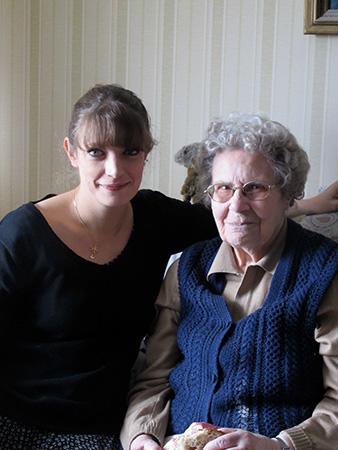 Grand-mère et sa petite fille