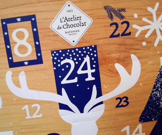 Atelier du Chocolat. Pour les fêtes, un calendrier de l'Avent renfermant 24 surprises chocolatées est proposé.