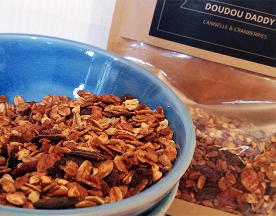 Fini les mélanges « crunchy » fades et farineux, La Mère Mimosa garantit des granolas addictifs avec un croustillant résistant à toute épreuve.