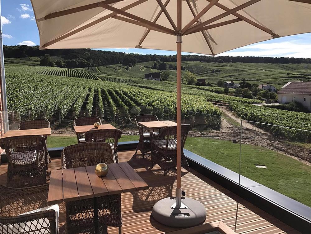 Terrasse avec vue sur les vignes