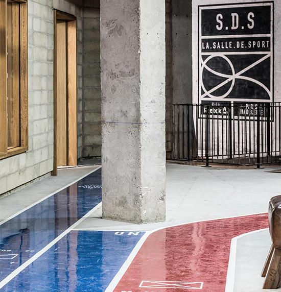 LA.SALLE.DE.SPORT.PARIS (S.D.S) associe quatre pôles de pratique (CrossFit, Boxing, Cycling, Yoga/Pilates), un concept store Reebok et un social club.