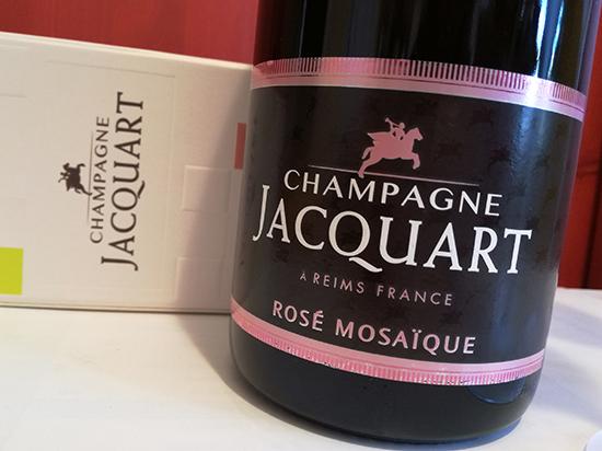 Avec ses bulles délicates, le Champagne Rosé Mosaïque,tout en finesse et en élégance, semble tout indiqué pour un 14 février réussi.