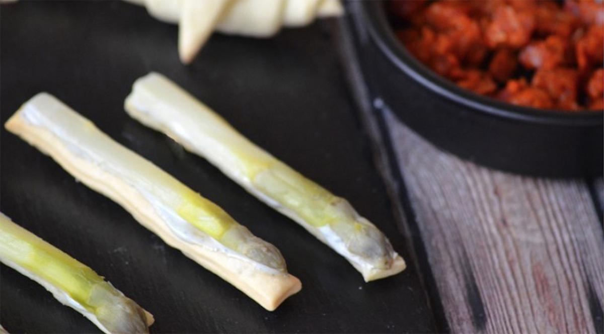 Finger d'asperge et crème de Roquefort