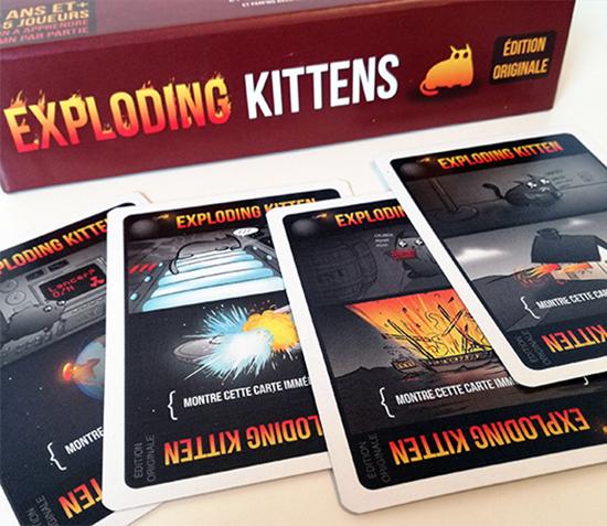 Asmodee présente Exploding Kittens, un jeu d'ambiance totalement déjanté et complètement délirant ! Ce jeu de cartes mêle chatons et grosses explosions !