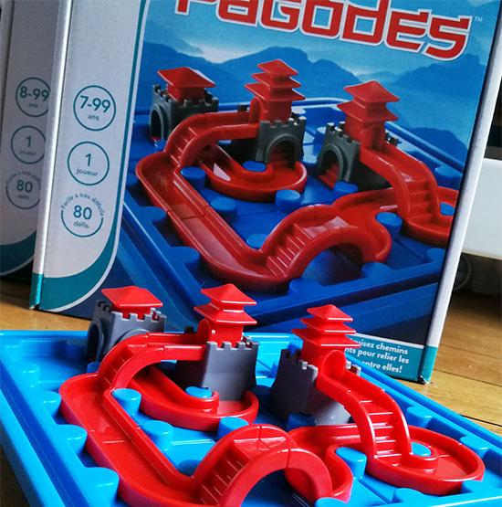 Voyage express pour la Chine avec Pagodes, un jeu en 3D où le joueur doit relier par une seule route les différentes pagodes entre elles.