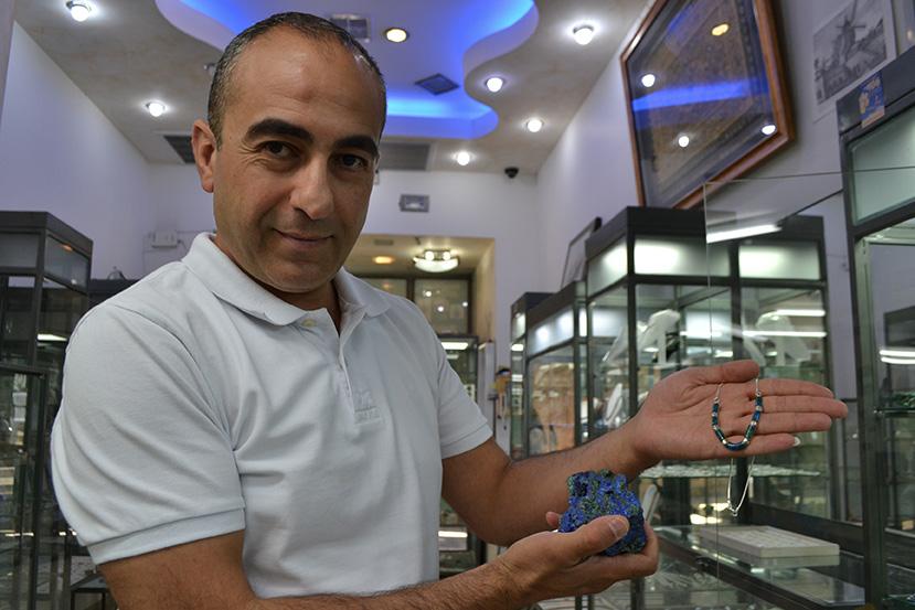 Nael Bader, Jordanien installé dans la vieille ville, est un des spécialistes de la pierre d'Eilat à Jérusalem.