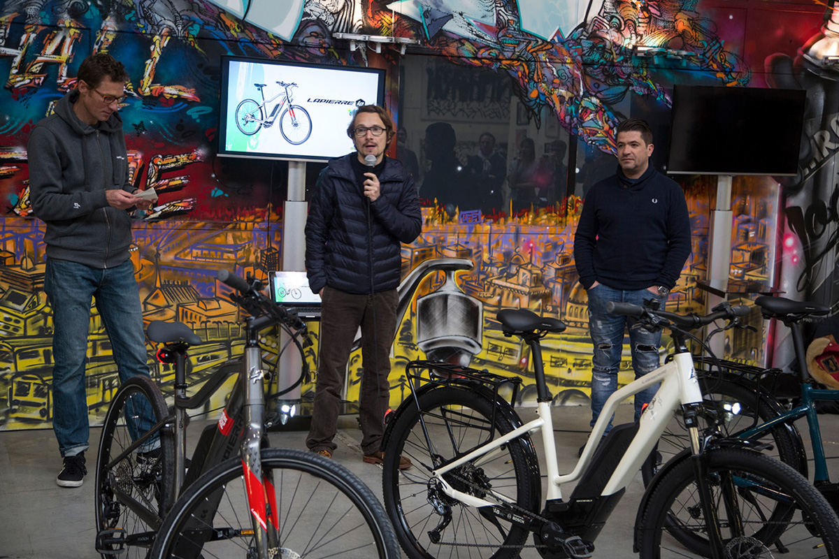 Dans ce temple du street art parisien, l'acteur et écrivain Lorànt Deutsch qui n'a pas manqué de citer quelques anecdotes sur le street art à Paris et de parler de ses agréables balades à vélo à assistance électriques Lapierre sur l'Ile de Ré où il séjourne régulièrement.
