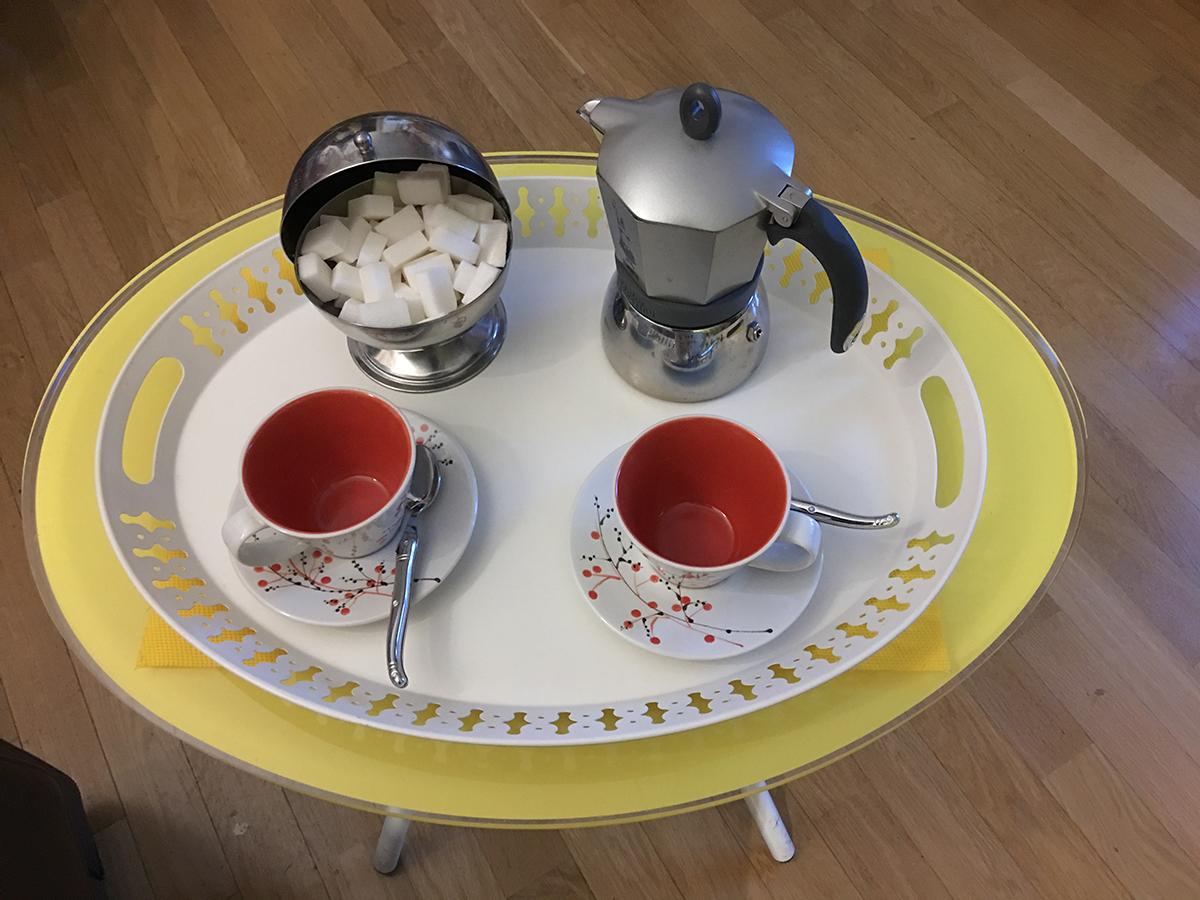 Cafetière et tasses à café