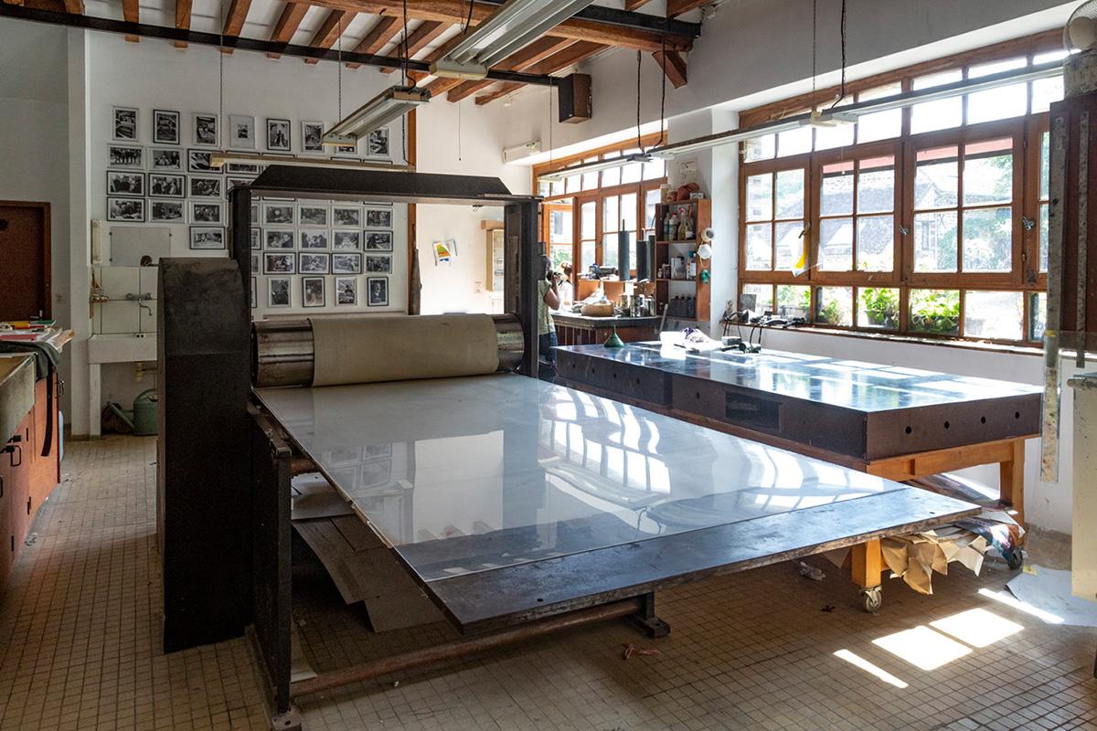 L'atelier gravure avec la grande presse permet la réalisation d'images d'1,20 sur 3 mètres.