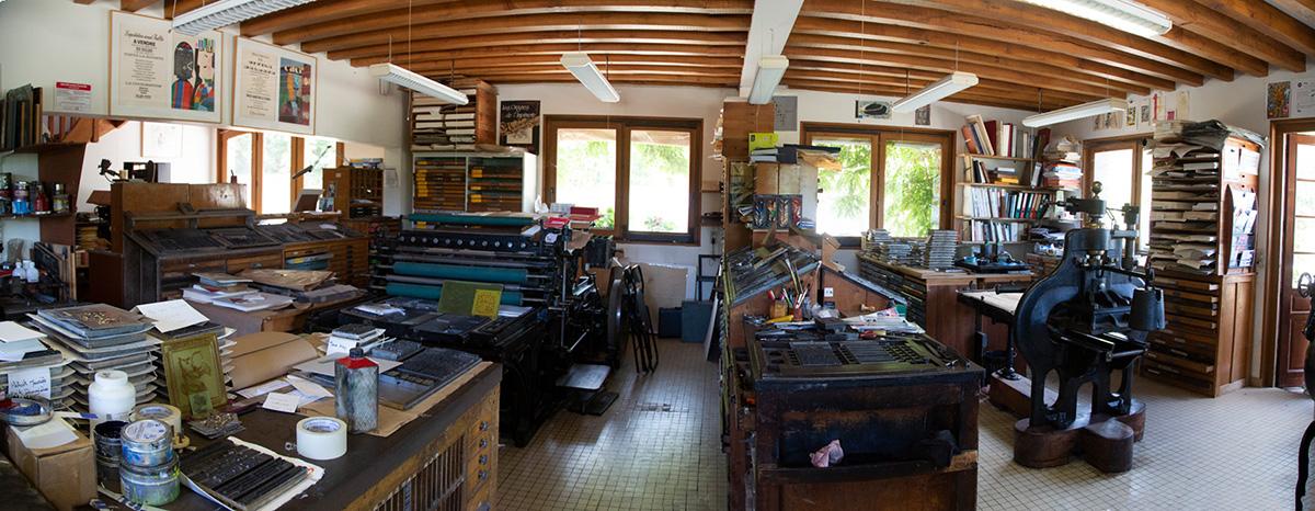 L'atelier typographique possède près de50 tonnes de lettres et des caractères en bois.
