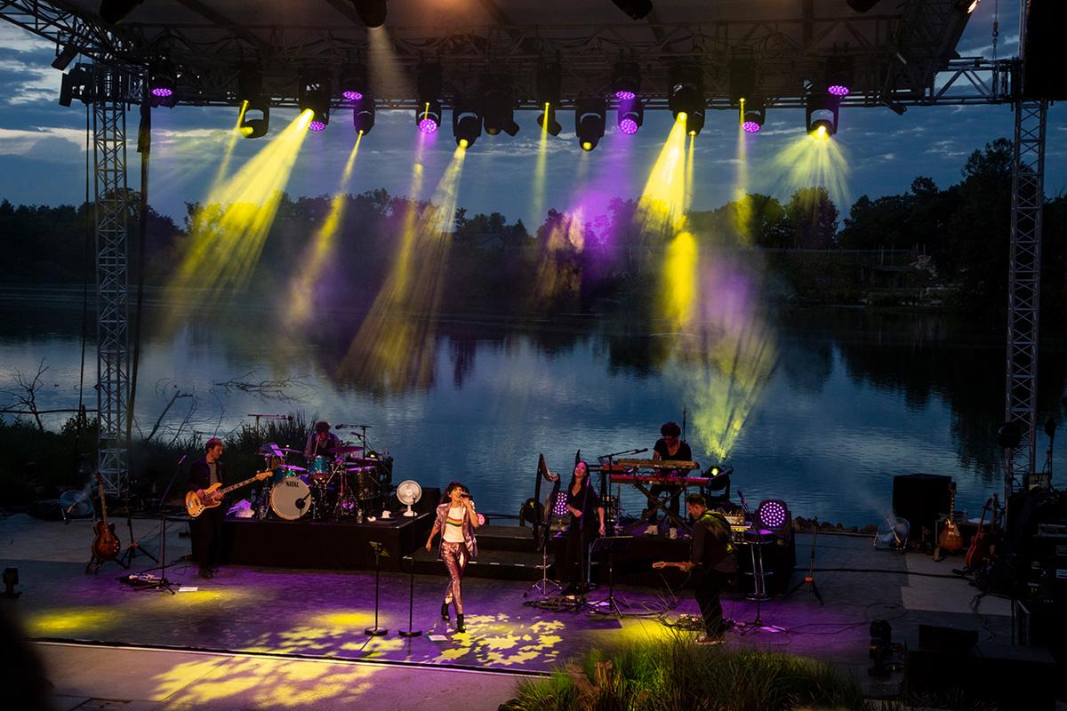 Après le spectacle des oiseaux, place aux artistes lors du festival Les Musicales du Parc, comme, ici, Nolwenn Leroy, marraine 2018 du Parc.