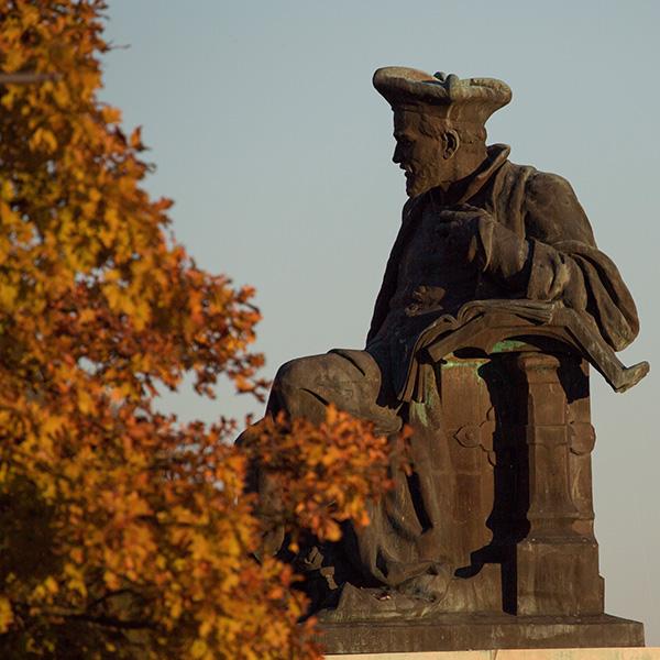 Chinon Statue RABELAIS © Fabienne Boueroux