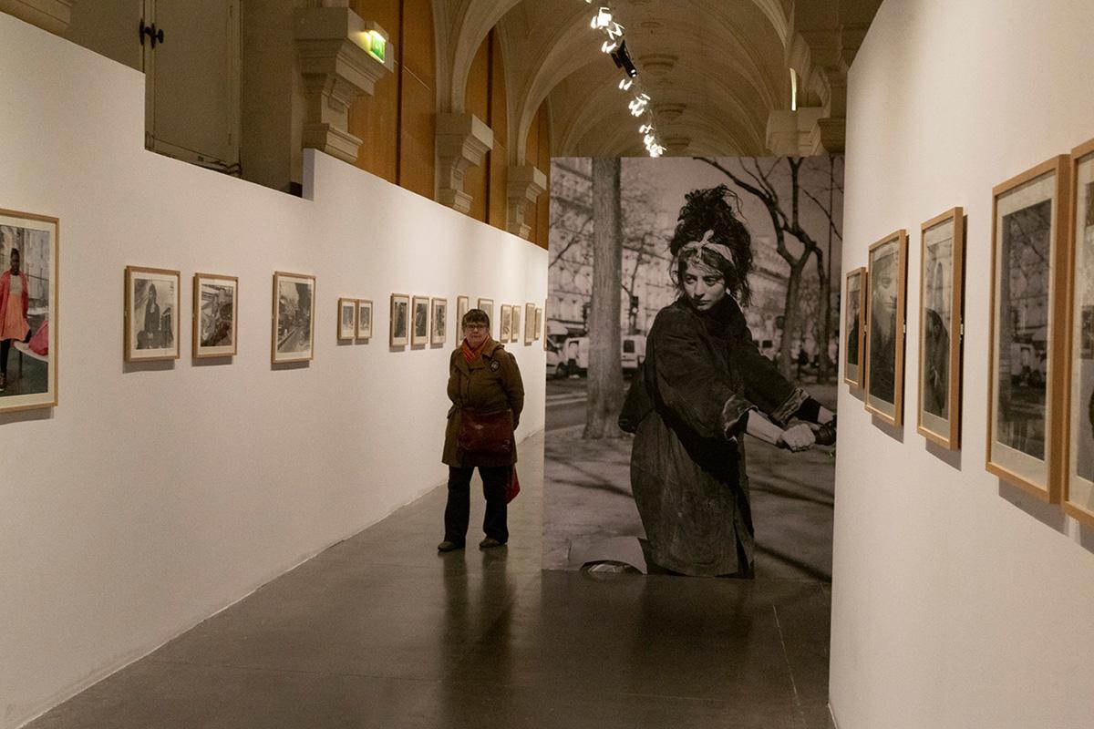 Le parcours de l'exposition est ponctué de séries et de tirages grand format.