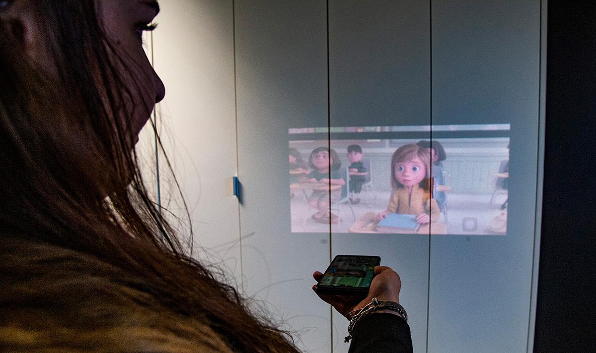 Un smartphone avec vidéoprojecteur