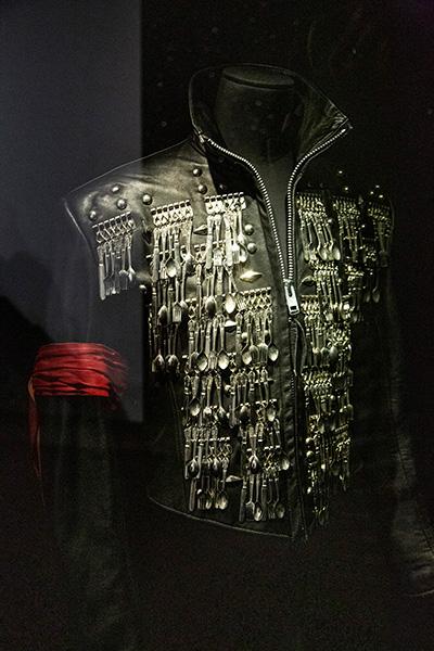 """Cette """"Veste de dîner"""" de Mickael Jackson a été conçue par Michael Lee Bush"""