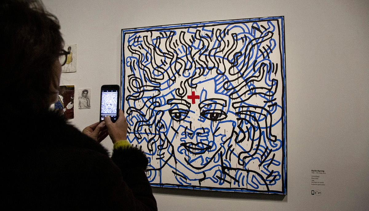 """Keith Haring réalisa cet acrylique """"sans titre"""" sur textile en 1984."""