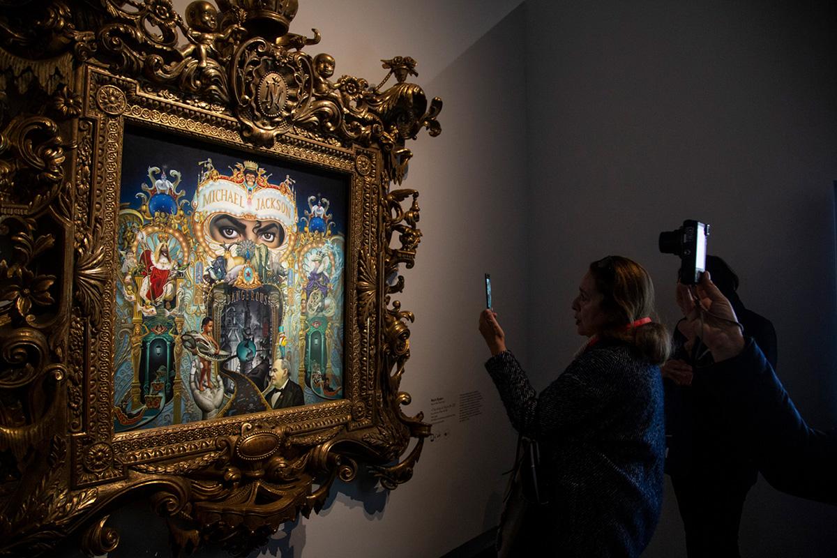 """""""King of Pop"""" de Mark Ryden, sans doute le plus photographié par les visiteurs."""