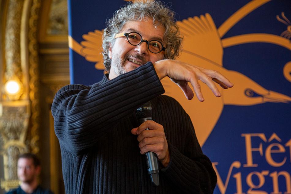 Daniele Finzi Pasca concepteur et metteur en scène du spectacle 2019.