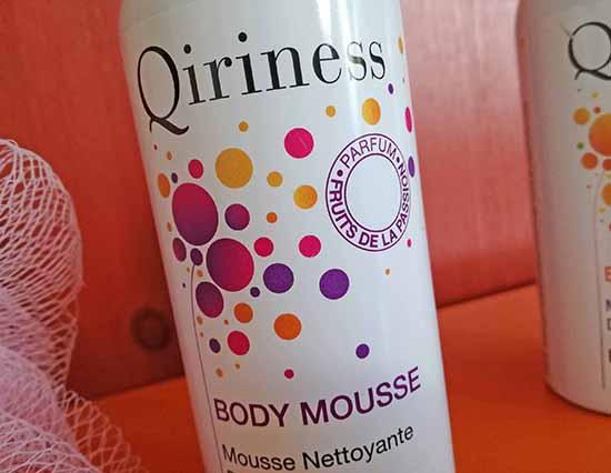 Pour transformer le rituel de douche en moment de bien-être, Qiriness propose les nouvelles Body Mousses aux packagings modernisés.