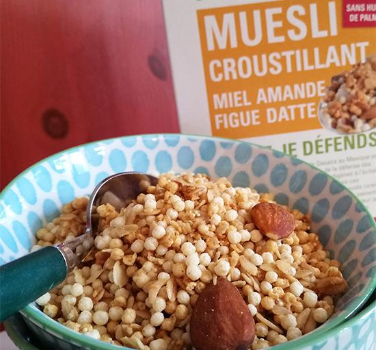 Equitable, bio et sans huile de palme, le nouveau Muesli Croustillant Miel Amande Figue Datte Ethiquable vient enrichir la gamme Ethiquable.