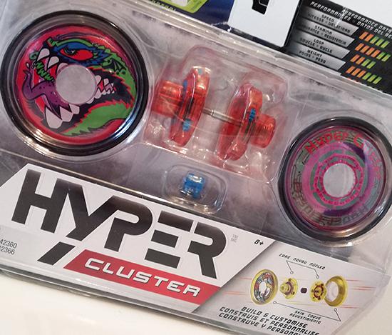 Bandai révolutionne le traditionnel yoyo avec Hyper Cluster, une version 100% personnalisable. Son noyau central et sa coque sont démontables.