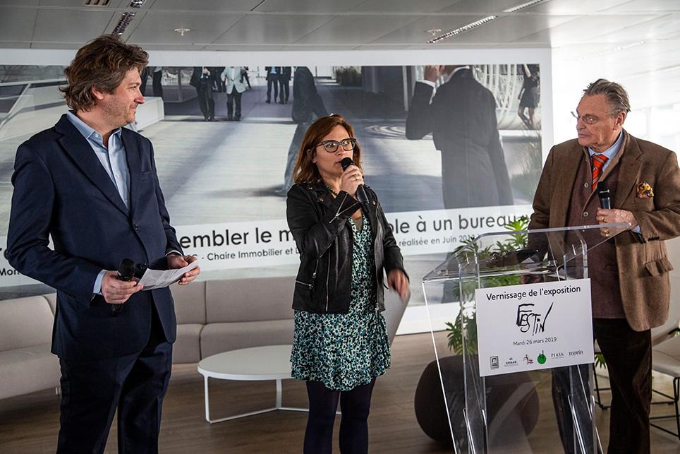 Marie-Cécile Guillaume, directrice hénérale de Paris La Défense entourée du représentant d'Urban Renaissance et dedu président d'honneur de l'association La Source, Gérard Garouste.
