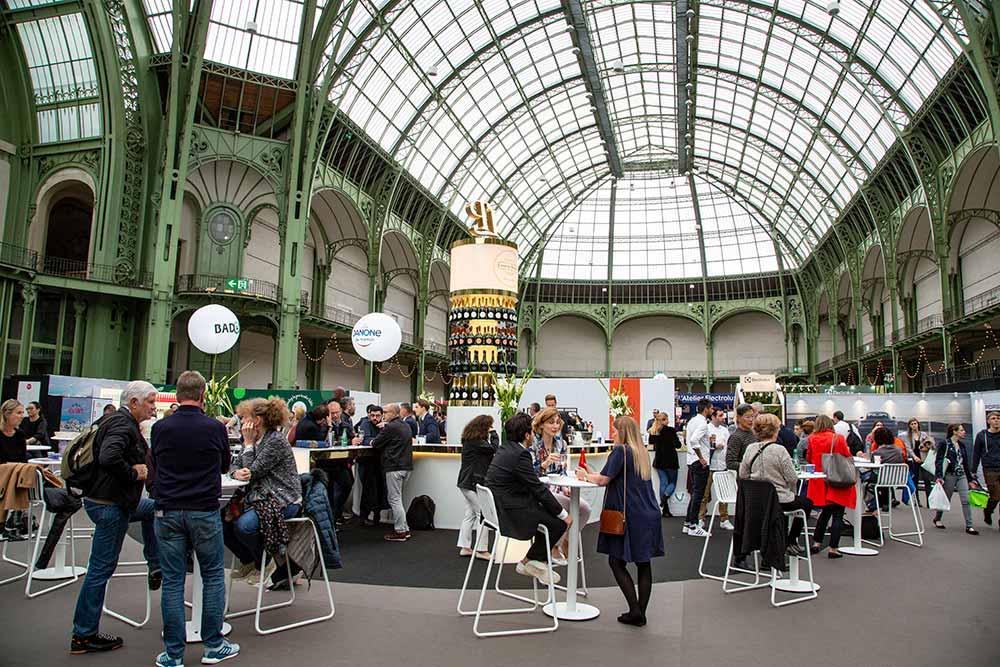 Le bar emblématique de ChampagneLaurent-Perrier dès l'entrée de Taste of Paris.