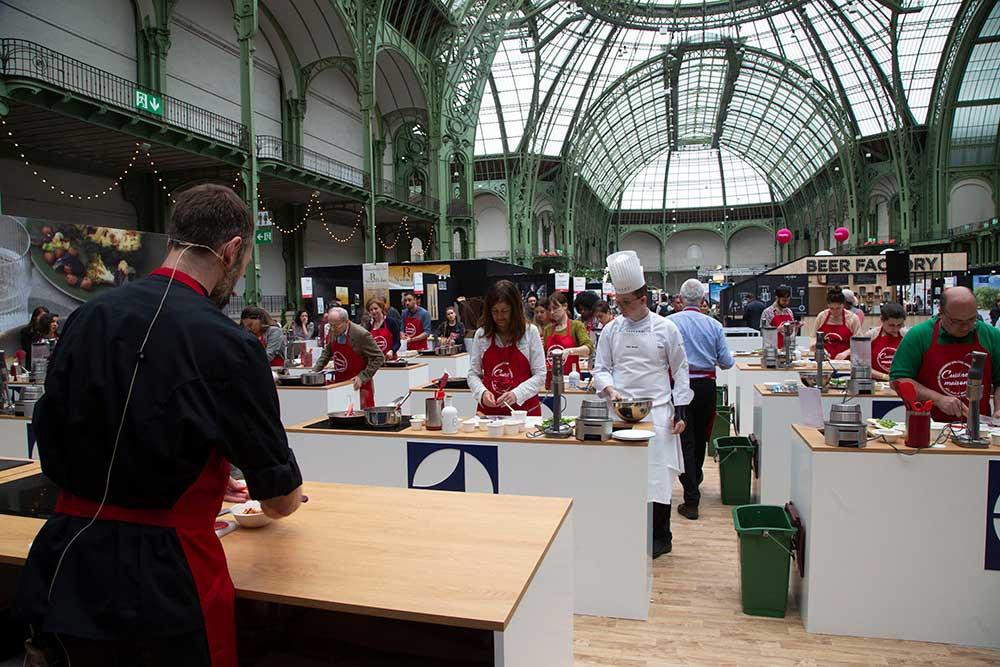 """l'atelier cuisine, aménagé par Electrolux, accueillait vendredi Interfel pour """"cuisiner Maison» avec des légumes frais!"""