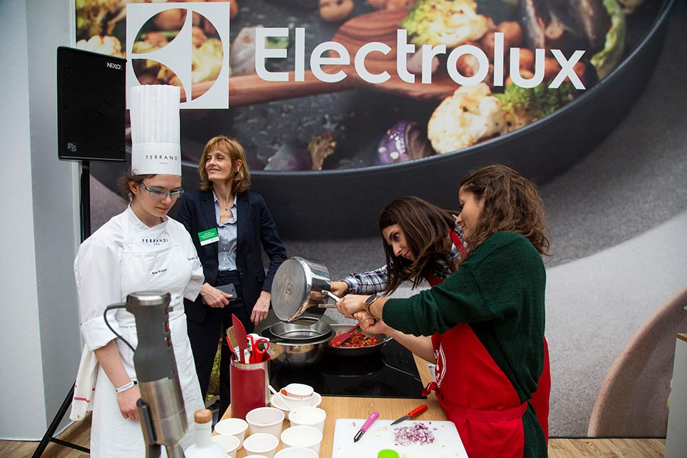 Valérie Sené, d'Interfel, près des apprenties cuisinières du jour et d'une élève de l'école Ferrandi.
