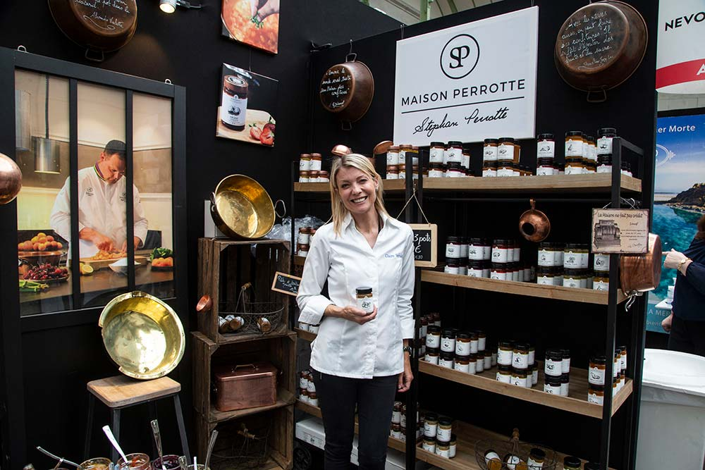 Claire Verneil, pâtissière, qui a été candidate à l'émission Master Chef en 2011, très bien placée pour présenter les excellentes confitures de la Maison Perrotte.
