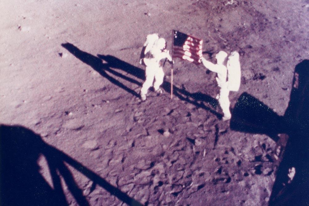 Apollo 11 Astronaute on moon : Galerie Gadcollection