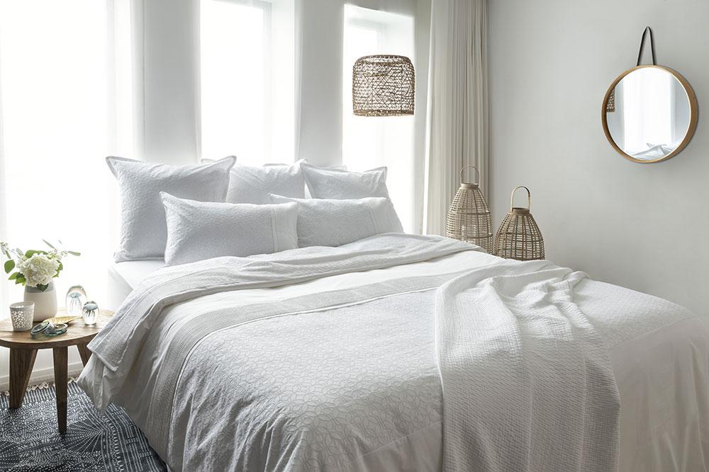 linge de maison carr blanc et mondial tissus pour votre. Black Bedroom Furniture Sets. Home Design Ideas