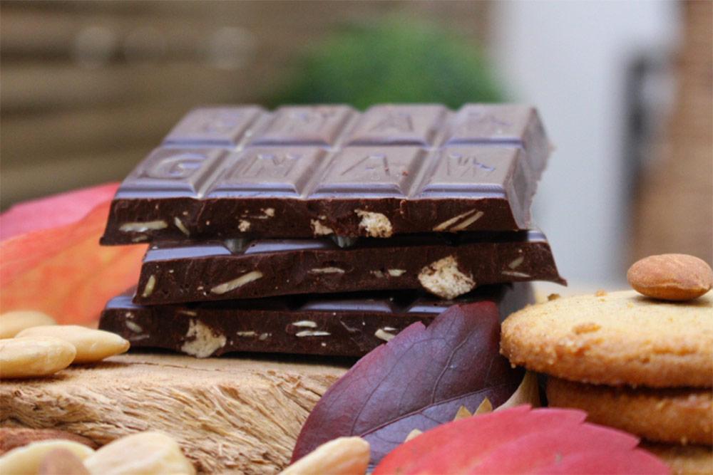 Chocolat biscuit et amandes