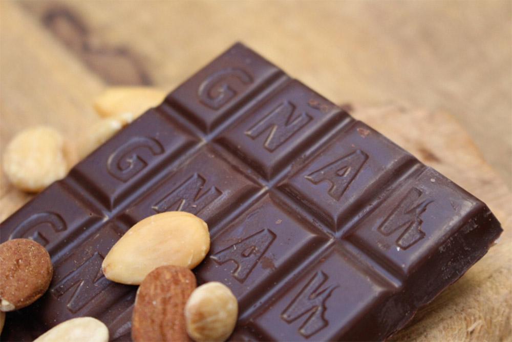 Chocolat noir et amandes